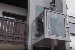 Aufzug in Privathaus auf den Balkon geführt